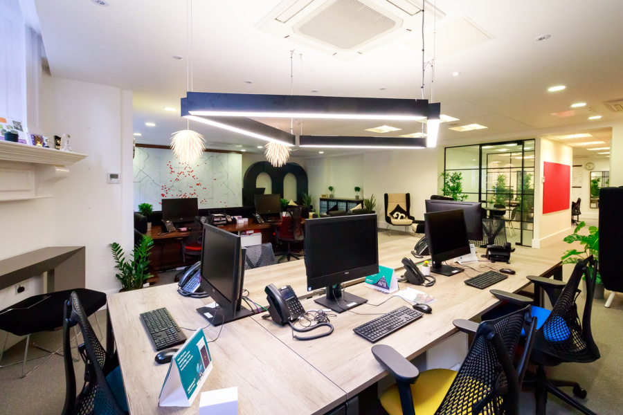 FleetMilne : office desks and feature lighting
